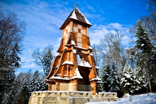 Gontyna - odbudowana kaplica na cmentarzu wojennym nr 123